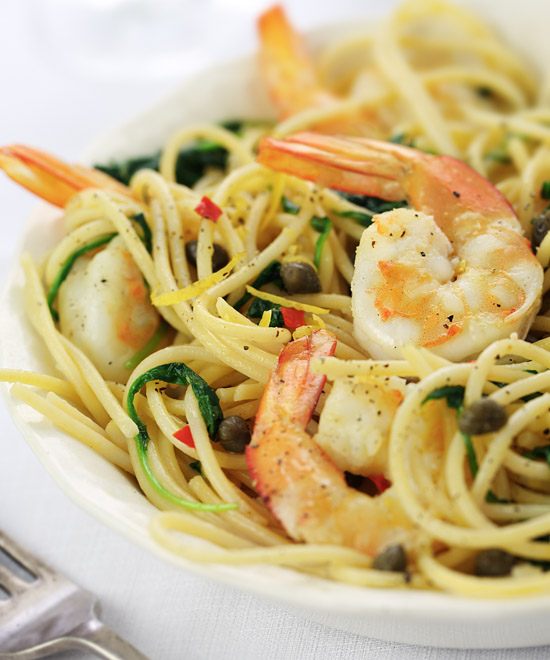 Pasta with shrimp, arugula, lemon and chili